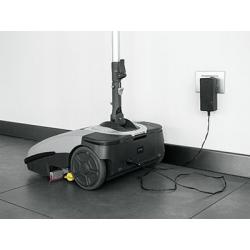 Podlahový mycí stroj Comac Igea - dobíjení