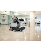 Podlahové mycí stroje, vysavače, extraktory, jednokotoučové stroje aj.